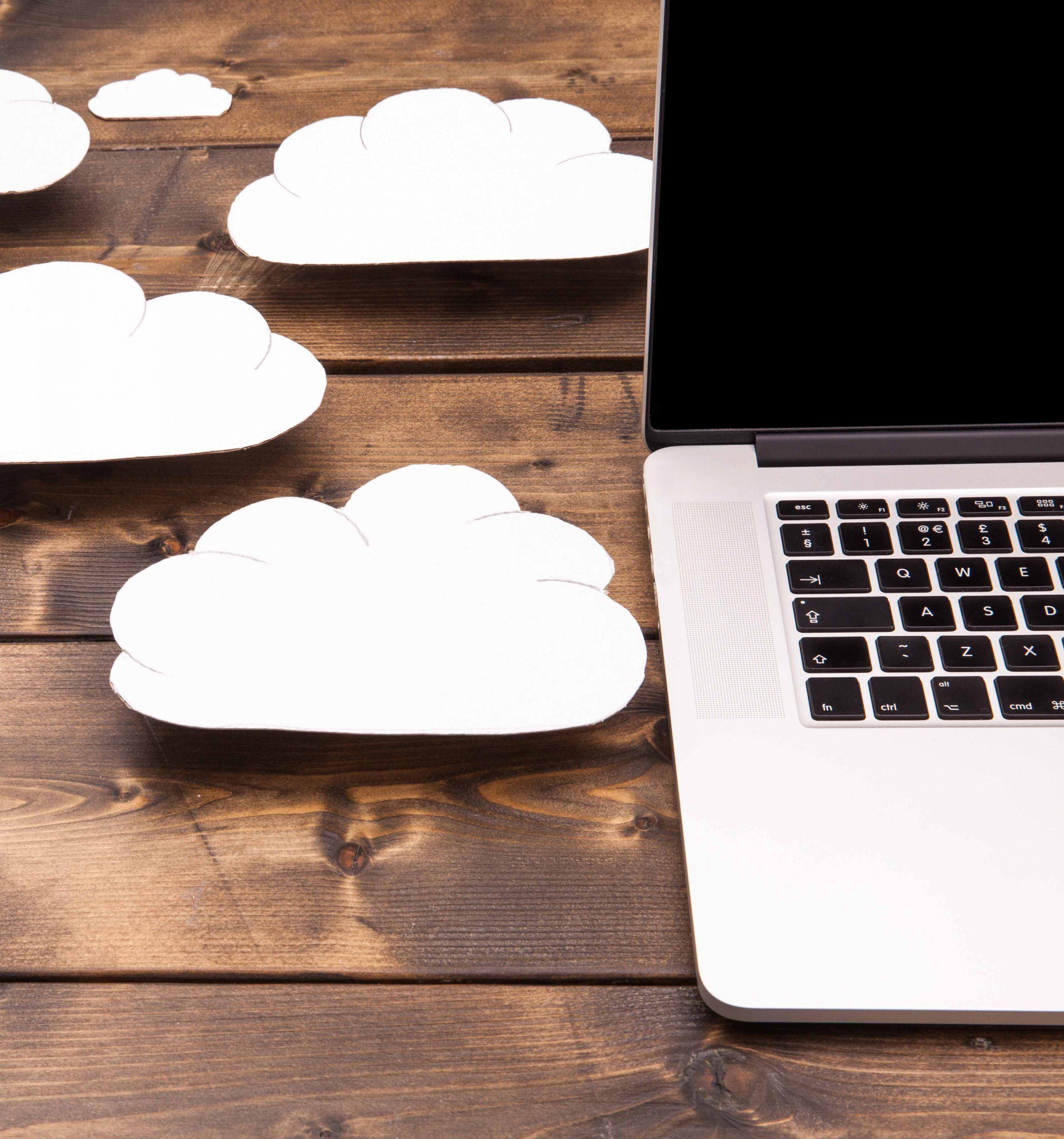 Ordinateur portable avec le cloud - Komifax